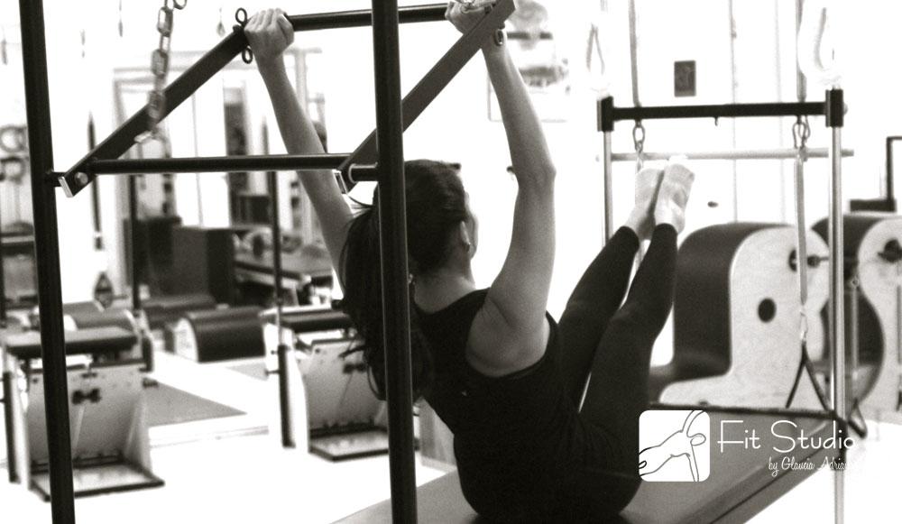 É preciso aliar a prática do Pilates a outro exercício físico que promova maior gasto calórico